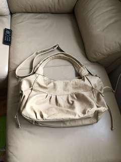 Huge Beige Handbag with Straps 米色手袋,有斜肩帶