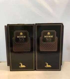 Hine XO Cognac 舊裝御鹿干邑吉盒一個