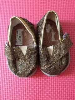 Toms gold infant shoes t2