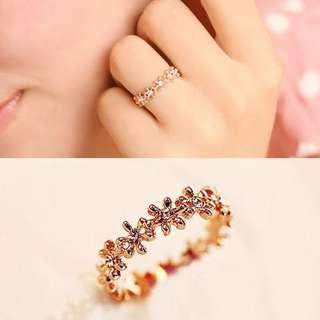 Crystal little flowers surround korean fashion ring