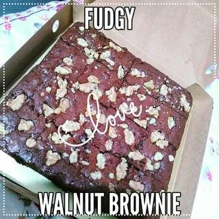 Fudgy Walnut Brownie 😍
