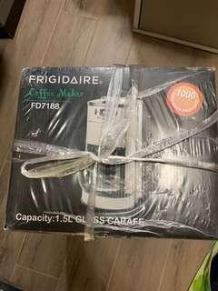 Frigidaire 二合一全自動咖啡機 ( FD7188 ) 不鏽鋼機身,設咖啡豆研磨器,隨時自製香滑咖啡 抽獎禮物 無保養