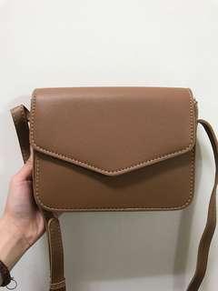 🚚 (全新現貨)大容量卡其色 淺棕色 質感硬挺信封包 單肩包 斜背包 復古小方包 上班包 磁釦包