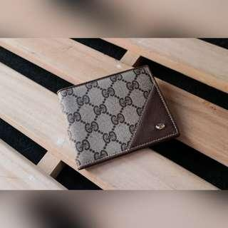 AUTH GUCCI BIFOLD WALLET