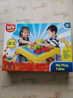 BRU playing table and stool