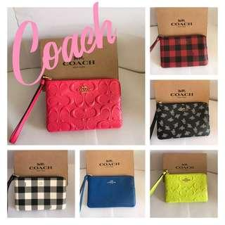 New! 🇺🇸 Coach Corner Zip Wristlet in Signature patent Leather  單拉鍊包 👩🏼👱🏻‍♀️👵🏼👩🏻‍🦱👛👜
