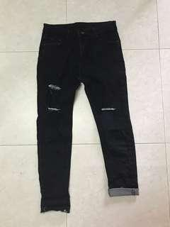 🚚 Black Ripped Jeans