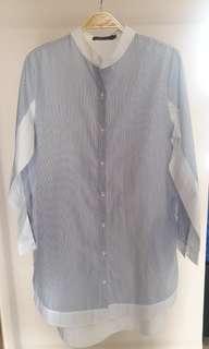Minimal shirt. White blue salur.