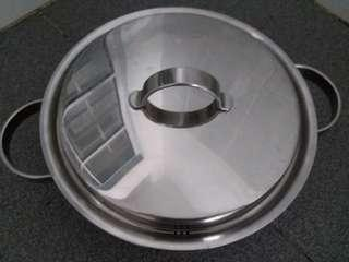Stainless steel pan with cover