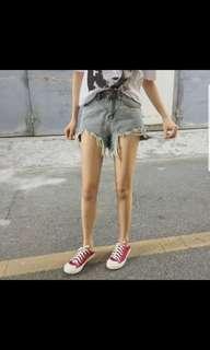 🚚 灰色短褲