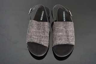 Connexion Sepatu Sandal warna Hitam
