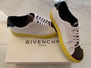 Givenchy Paris Sneaker [Size 39]
