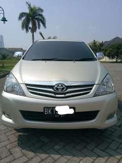 Toyota innova G bensin MT 2011