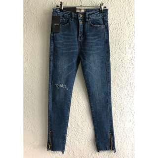 🚚 韓版褲管拉鍊不修邊排釦牛仔褲 彈性刷破顯瘦小直筒貼腿褲