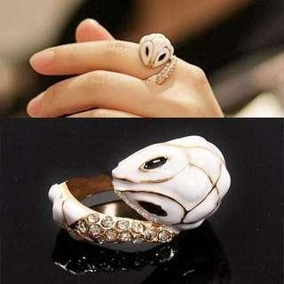 White snake diamond fashion ring