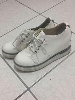 🚚 小心機✨內增高休閒鞋👟