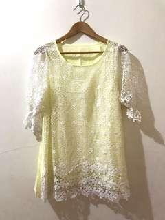 🚚 花樣鵝黃鏤空上衣