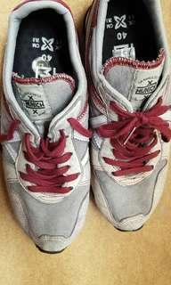 Sepatu bekas impor
