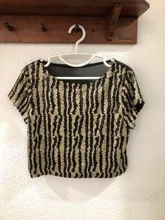 🚚 LN Matte Gold and Black Sequin Top