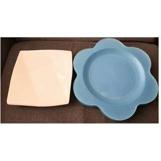 Set of two ceramic plates(white) with FREE 5 plastic plates(blue)