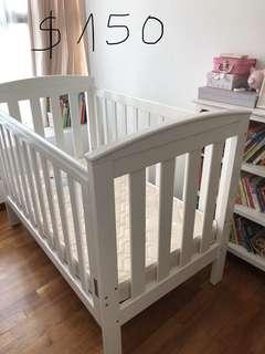 🚚 Baby cot.