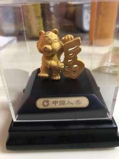 中國人壽虎年 全新擺設24K包金 犯太歲用 帶福 生日送禮一流 六福 周生生