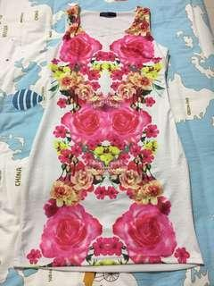 Mini dress motif bunga