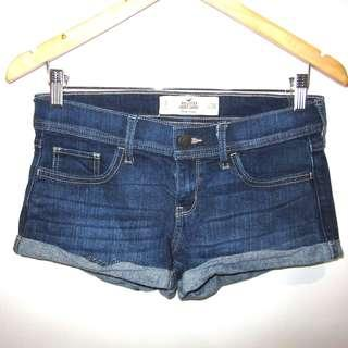 (28) Hollister Short-Short low rise stretch denim shorts, almost looks new, nicw in actual, great for summer