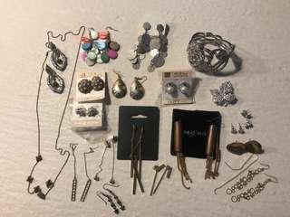HUGE LOT of jewellery! Earrings! Cuffs! Necklace! 😍😍