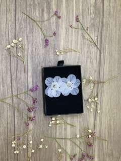 🚚 White Floral Earrings