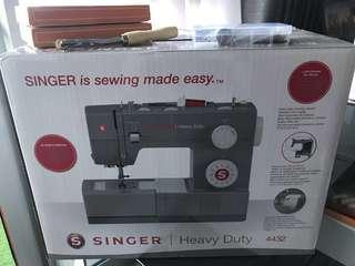 MOVING OUT SALE: Singer 4432