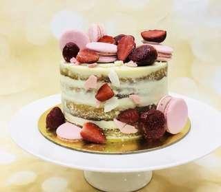 🚚 Semi Naked Cake
