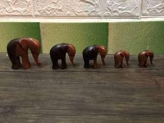 雕刻大象家庭
