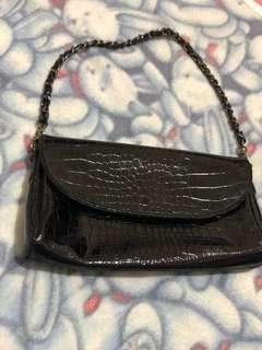 🚚 真皮 復古 鱷魚紋黑色背包 肩背包Vintage 小包