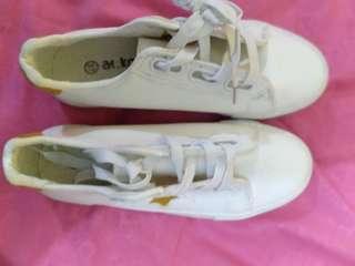 Sepatu Putih alexis