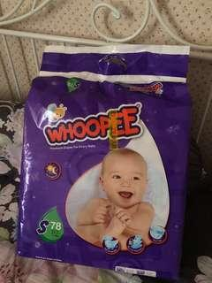 Free baby diapers whoopee size S. Boleh pakai until 6 kg.