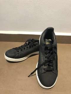 Stan Smith black sneakers
