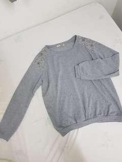 Grey sweater with stars stud