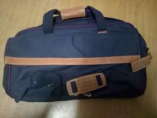 🚚 PERRY ELLIS大行李袋