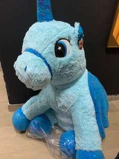 Big unicorn soft toy/plushie