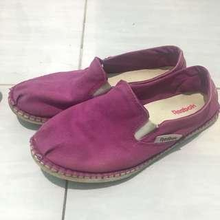 Sepatu rebook