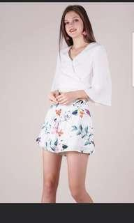 ttr petal flare shorts in white florals
