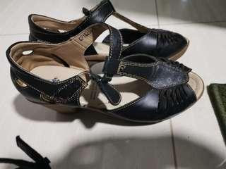 Polo heels