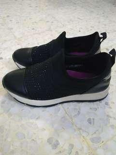 Larrie Black Sporty Shoes