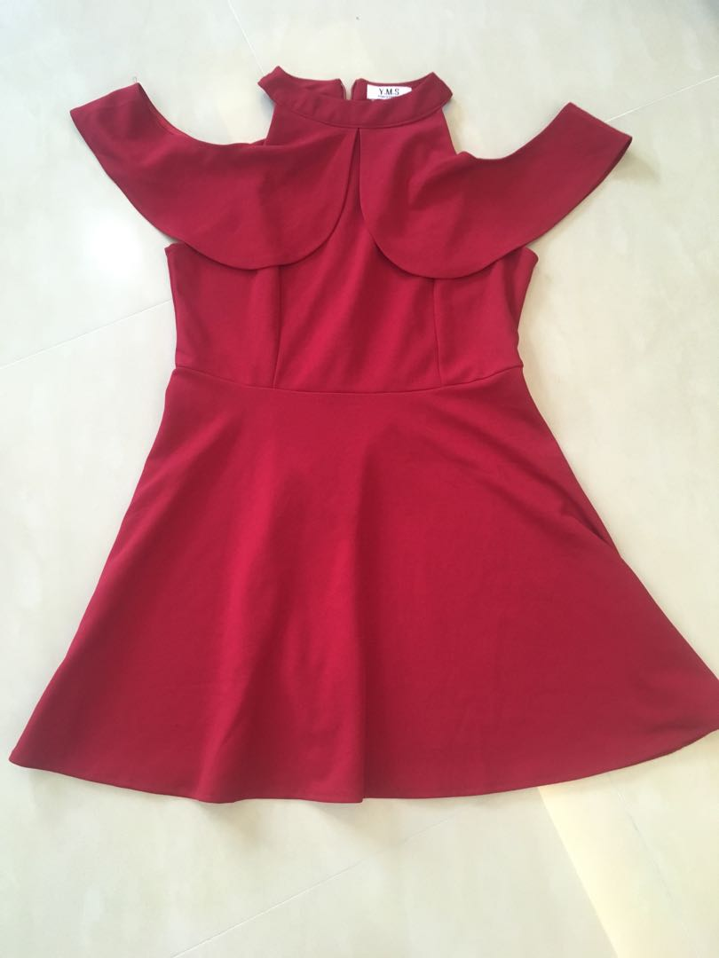 Cold-shoulder halter-neck red dress ( ptp: 17 inches, waist: 15 inches)