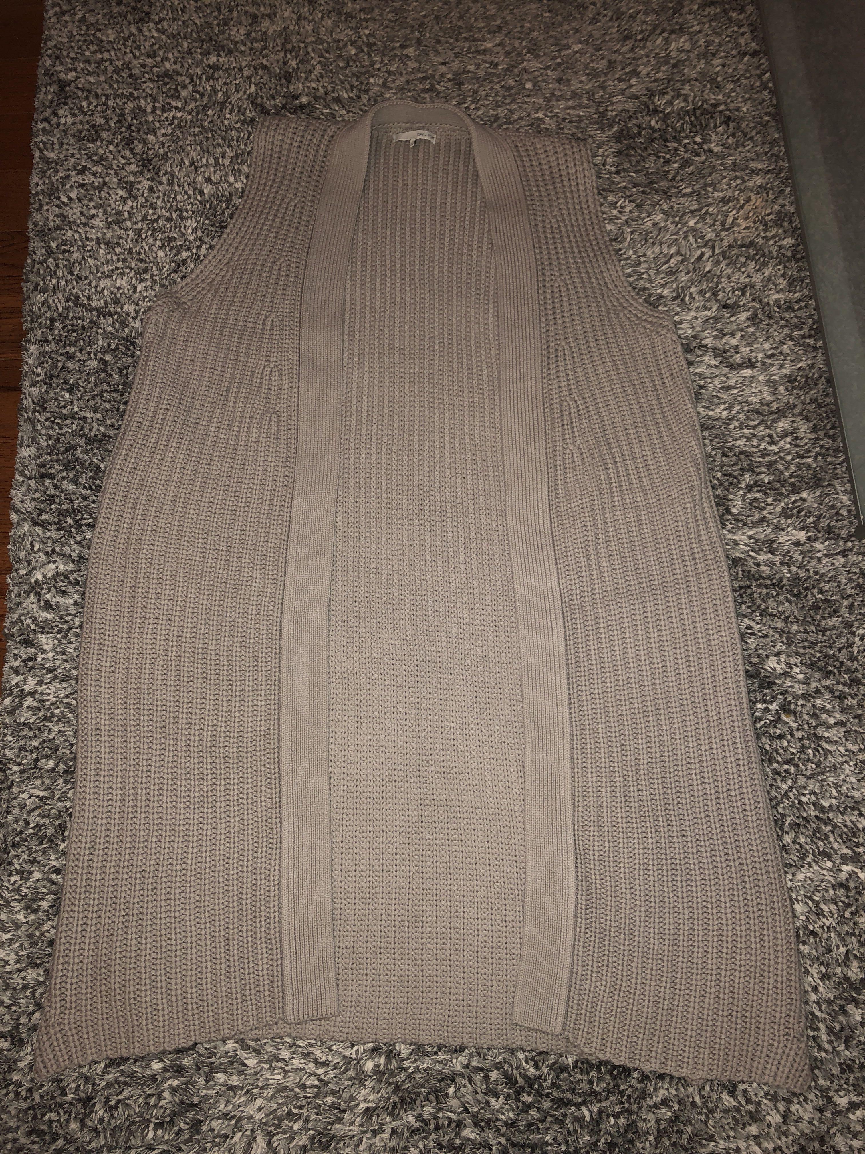 Oak + Fort - sleeveless knitted cardigan