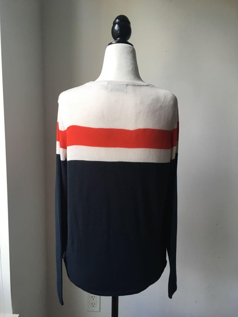 Only v-pattern knitted sweater in white red and blue