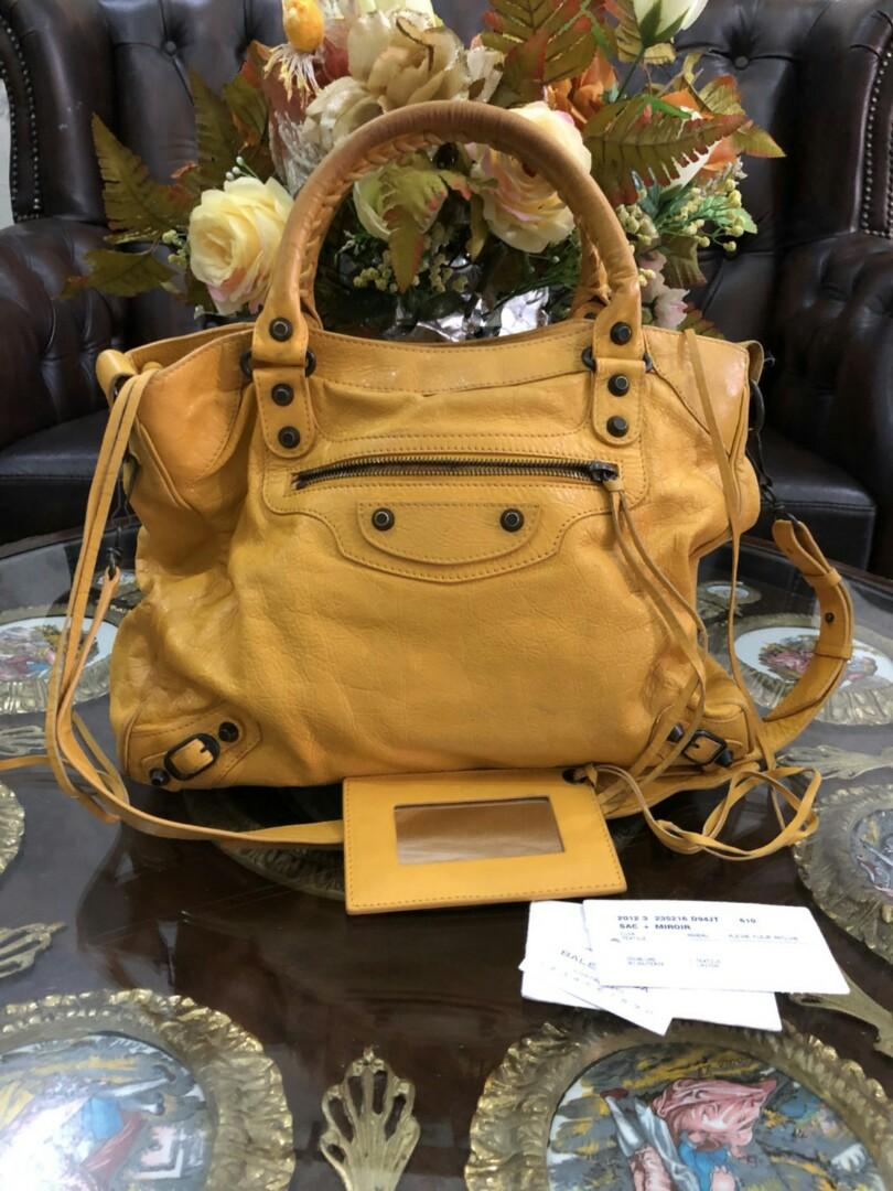 Preloved Balenciaga Velo Yellow Regular Hardware 2012 (33 x 15 x 26 cm) complete with mirror, strap, yearcard, & tags. NO DUSTBAG. 7.500.000