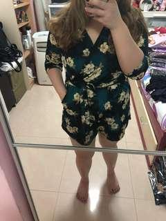 Floral romper with sleeves