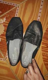 Authentic Toms Size 7